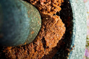 curry paste in mortar